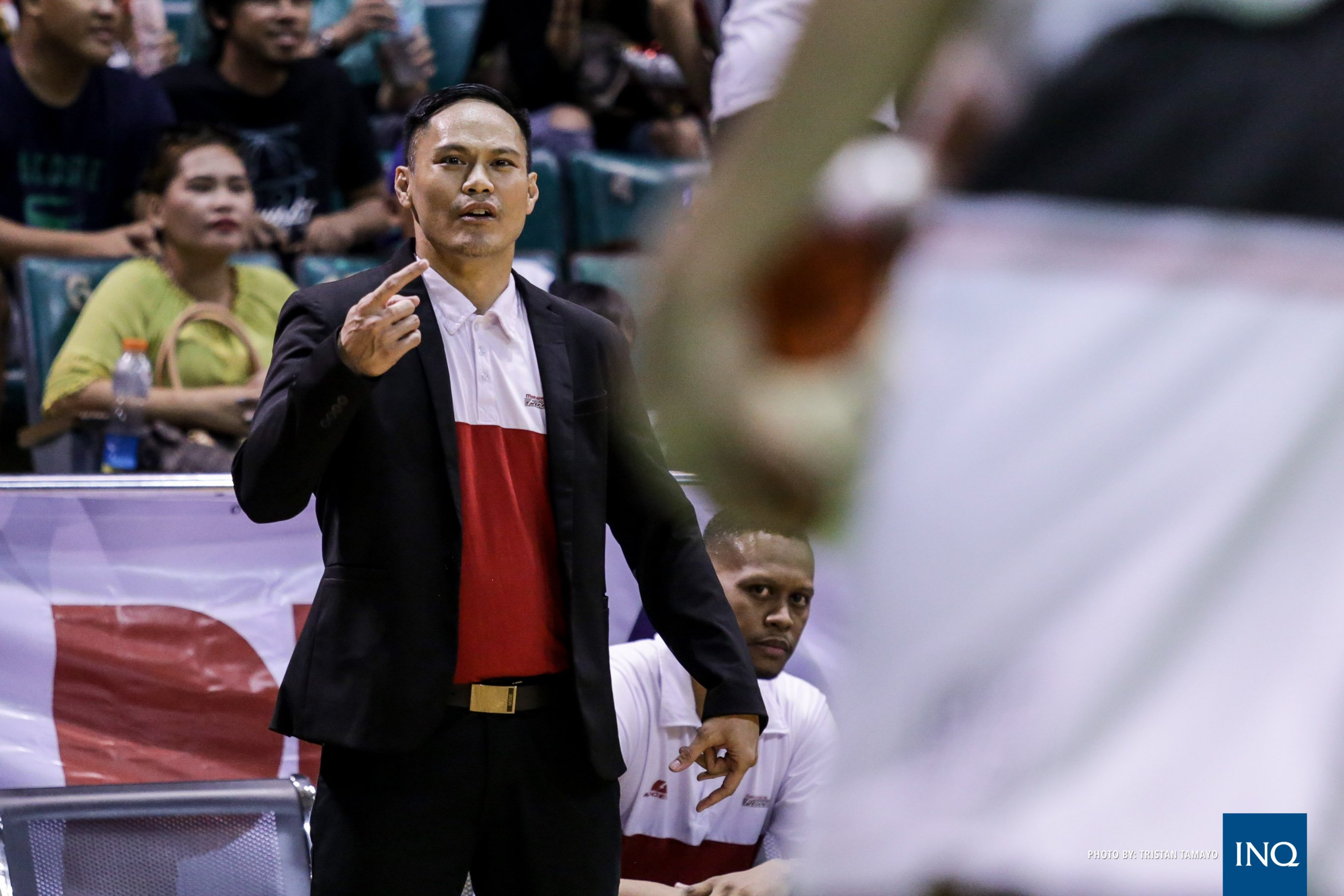 Mahindra head coach Chris Gavina. Photo by Tristan Tamayo/INQUIRER.net
